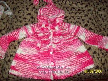 Детское пальто с капюшоном. Вязание спицами.
