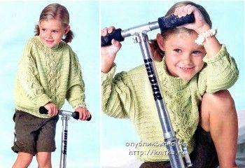 Зеленый пуловер с косой. Вязание спицами.