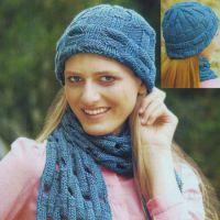 Голубой комплект: шапочка и шарф спицами