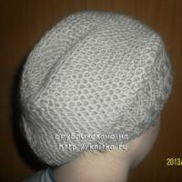 Осенняя шапка для девочки, связанная спицами