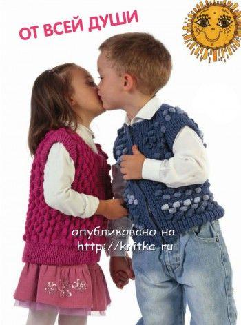 Вязаный жилет для девочки. Вязание спицами.