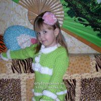 Вязаный свитер для девочки – работа Светланы