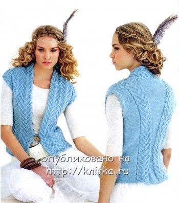 Голубая жилетка  для женщины спицами