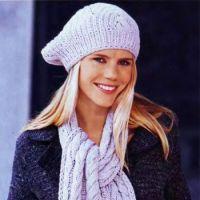 Берет и шарф, связанные спицами