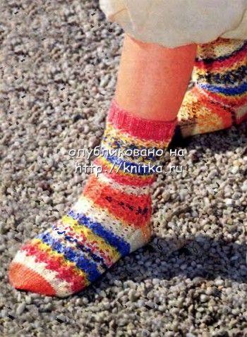 Цветные ажурные носки. Вязание спицами.