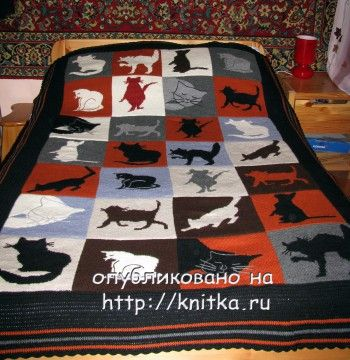 Вязаное спицами покрывало с кошками