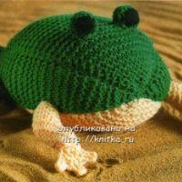 Вязаная игрушка – лягушка