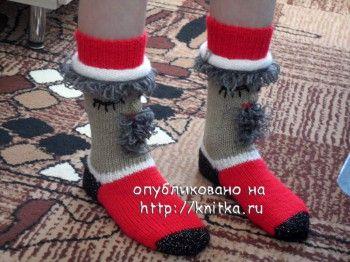 Носки – дед морозы. Вязание спицами.