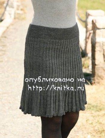 Вязаная спицами юбка английской резинкой