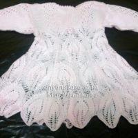 Вязаное спицами платье – работа Ирины