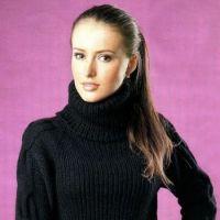 Вязаный свитер с объемным воротником
