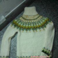 Вязаный свитер – работа Натальи