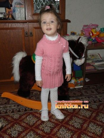 Розовая туника для девочки. Вязание спицами.