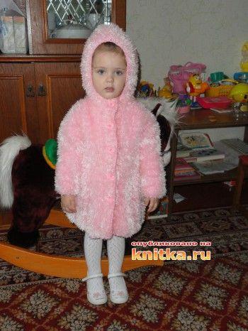 Пальто для девочки из травки. Вязание спицами.