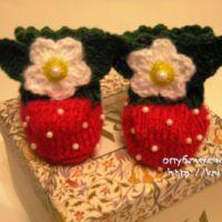 Вязаные пинетки – ягодки