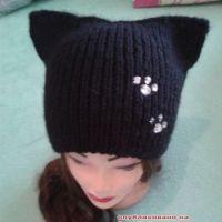 Вязаная спицами шапка – кошка