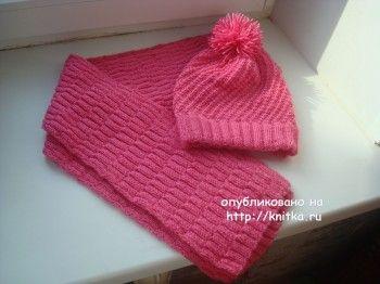 Розовая шапка и шарф спицами. Вязание спицами.